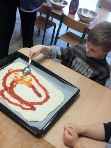 Robimy pizzę (10)
